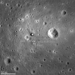 Imagen del Lunar Reconnaisance Orbiter de la superficie de la Luna, y la zona de aterrizaje del Apolo 11