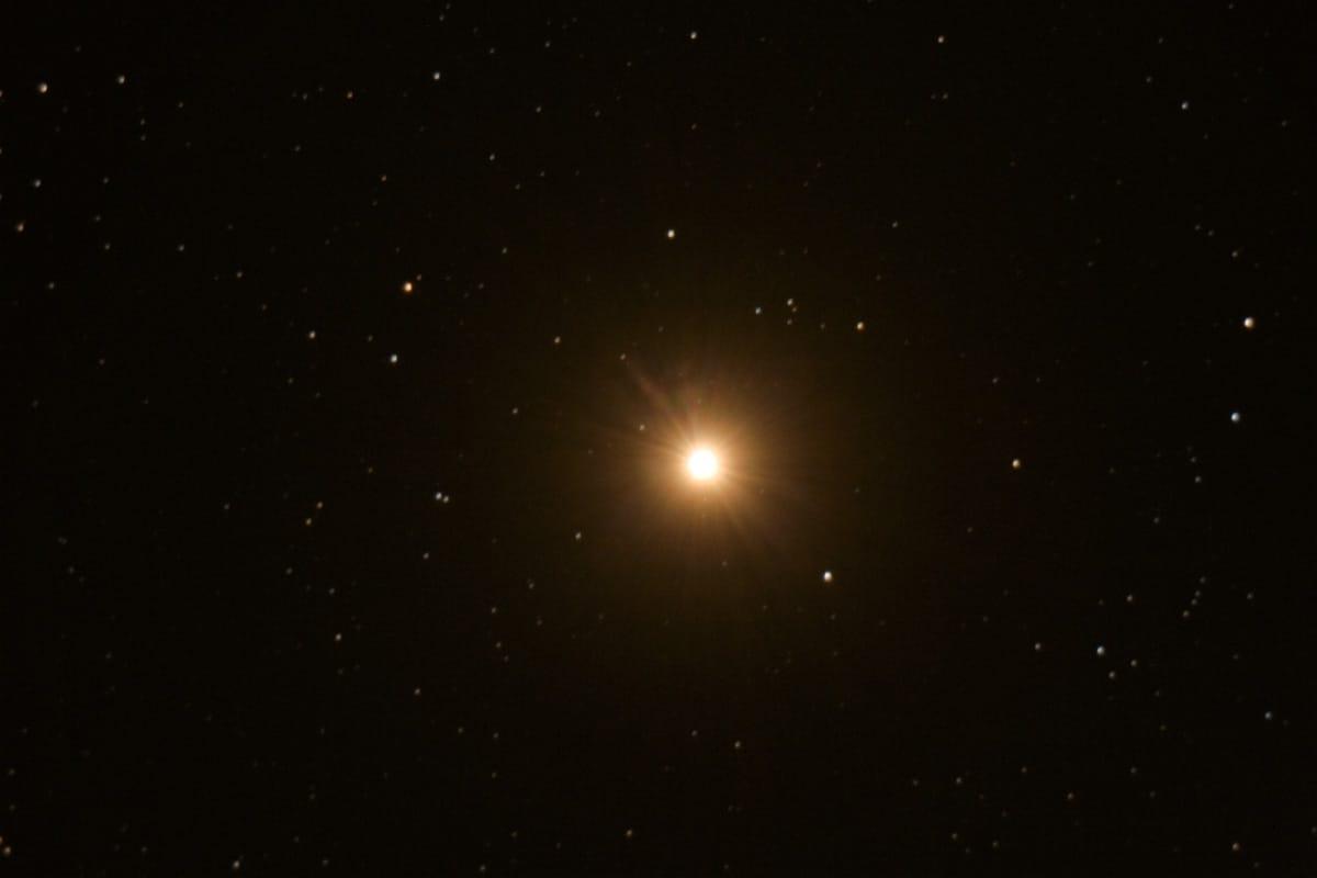 Explican qué causó el oscurecimiento de Betelgeuse