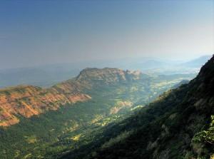 """Los """"traps"""" del Decán, vistos desde Matheran (India). Crédito: Usuario """"Baajhan"""" de Wikipedia"""