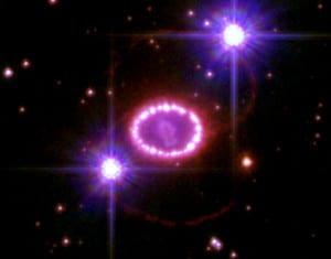 Estos son los restos de la supernova SN 1987 A (que explotó en 1987 en la Gran Nube de Magallanes). Era una supernova de Tipo II-P. Crédito: NASA, ESA, P. Challis, y R. Kirshner