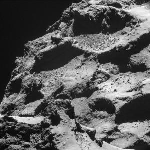 Superficie del cometa desde 10 kilómetros de distancia. Crédito: ESA/Rosetta/NAVCAM, European Space Agency