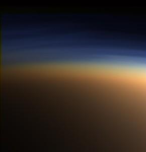 Esta imagen muestra la atmósfera de Titán en color real. El efecto de su atmósfera es el opuesto al que provoca el efecto invernadero.