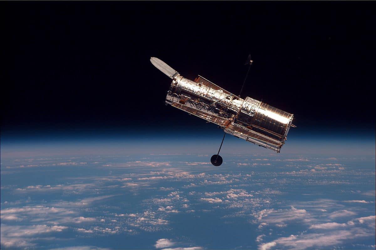 Los restos del cometa ATLAS vistos por el Hubble