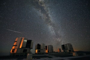 1280px-The_2010_Perseids_over_the_VLT