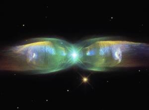 En la dirección de la constelación de Ofiuco no sólo podrás observar el cúmulo globular M9, también la espectacular Nebulosa (planetaria) de las Alas de Mariposa. Crédito: Judy Schmidt