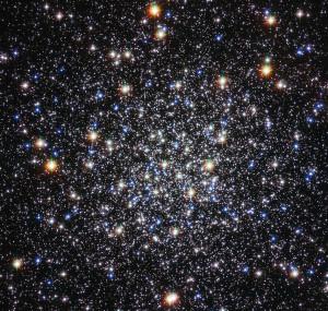 El cúmulo globular Messier 12, visto a través del telescopio Hubble. Crédito: ESA/Hubble & NASA
