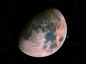 Imagen con colores exagerados de la Luna. Crédito: Noel Carboni