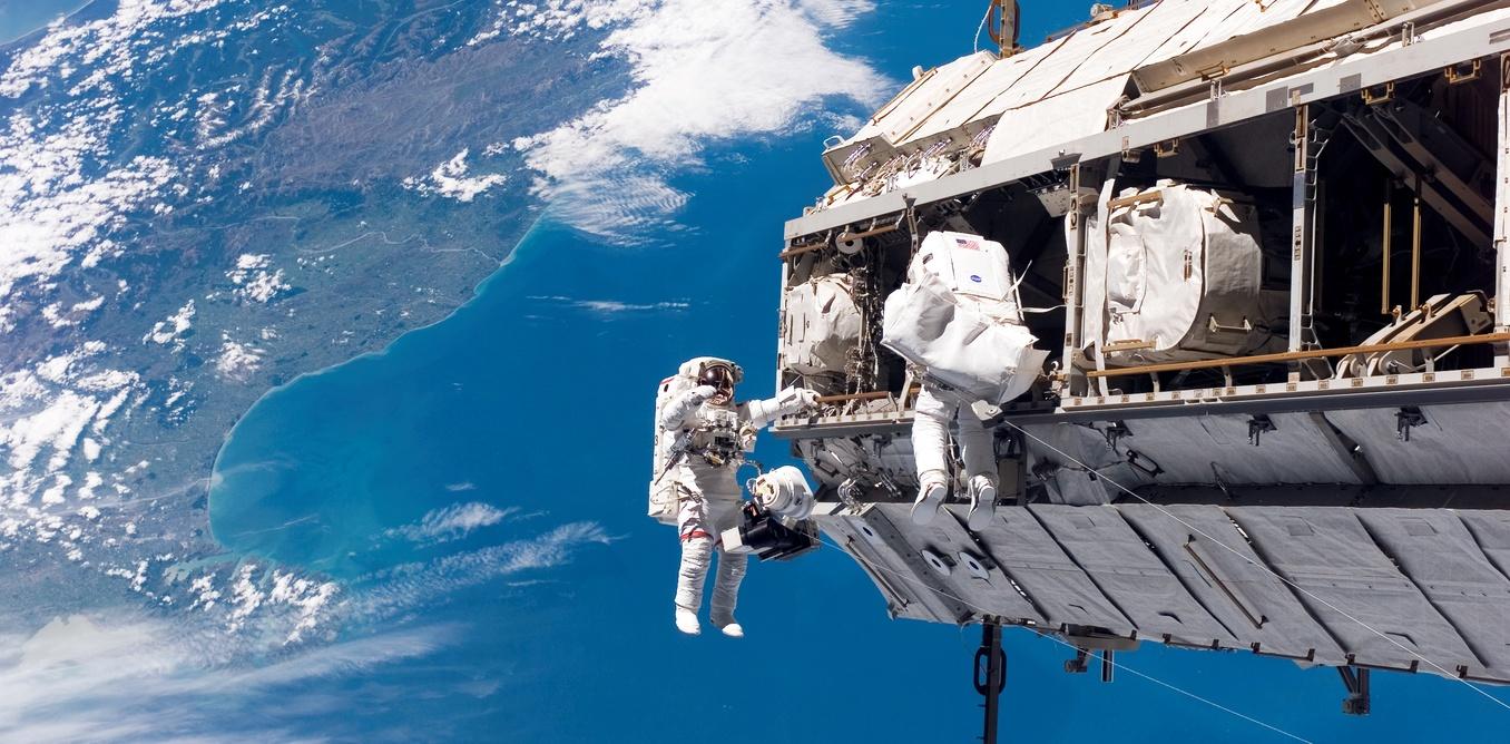 Un turista hará un paseo espacial en 2023