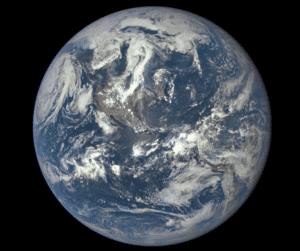 La Tierra, vista el 6 de julio de 2015, desde una distancia de 1,5 millones de kilómetros. Crédito: NASA