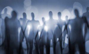 Recreación artística de alienígenas (tal y como muchos trabajos de ficción los imaginan). Crédito: Stocksnapper/Shutterstock