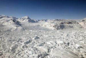 Hielo flotante en el glaciar Kangerdlugssuaq, en Groenlandia. Crédito: NASA/Michael Studinger.