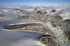 Morrenas laterales, en forma de herradura, en los márgenes de la Capa de Hielo Penny, en la Isla de Baffin, en Nunavut, Canadá. Crédito: NASA/Michael Studinger