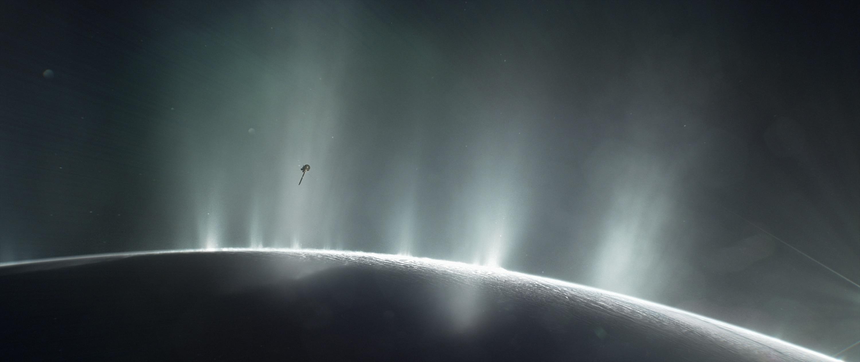Detectan moléculas orgánicas complejas en Encélado