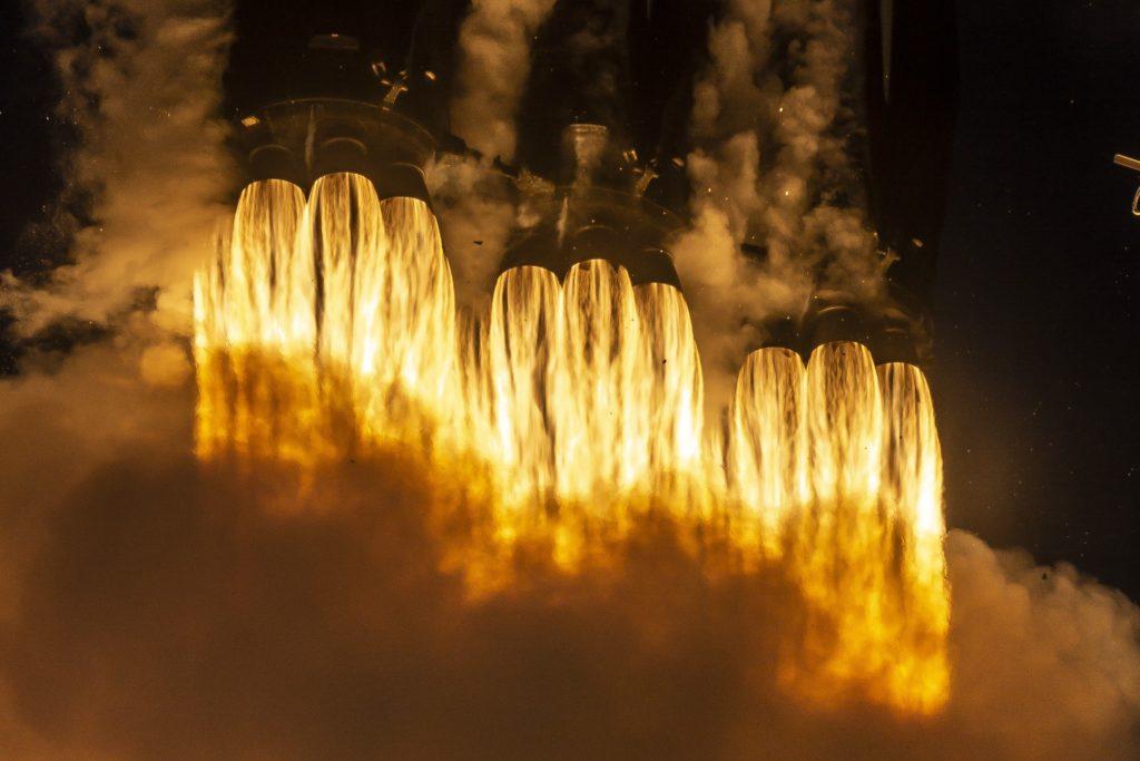 El segundo vuelo del Falcon Heavy de SpaceX es un éxito
