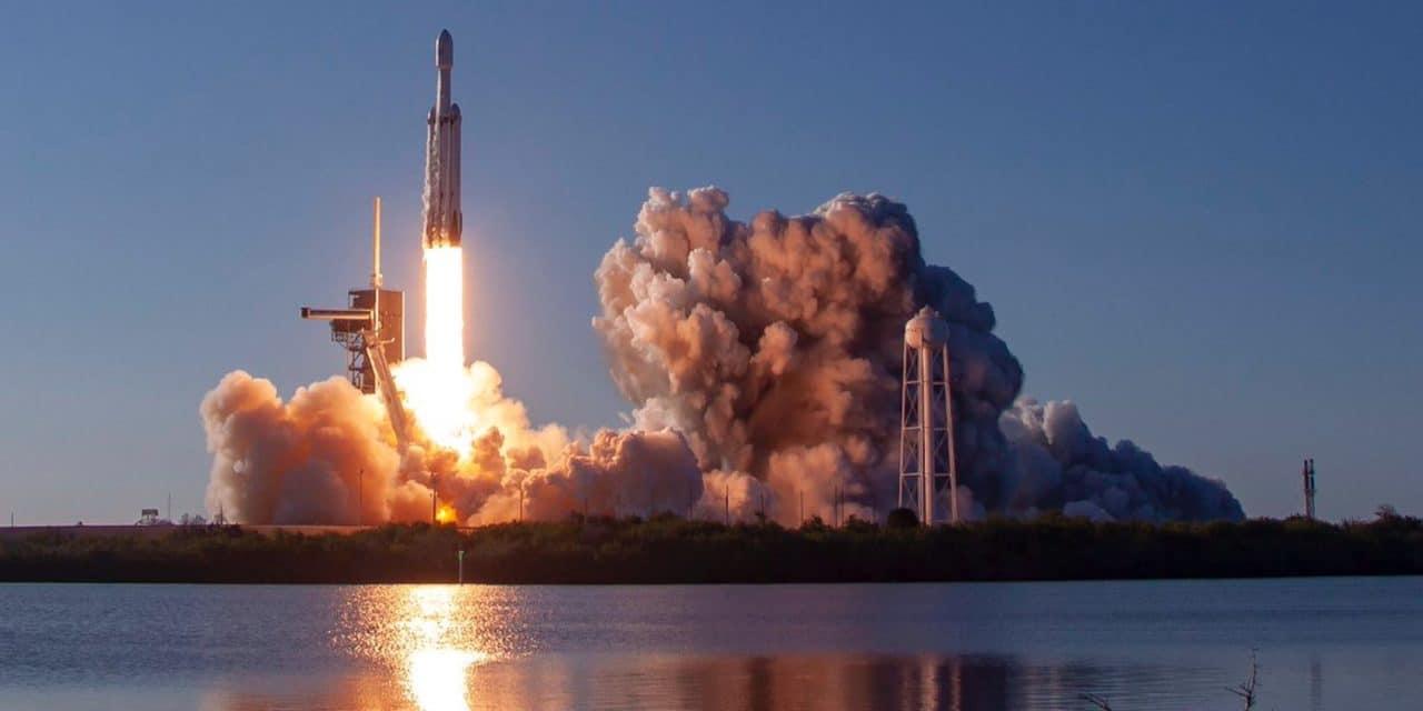 SpaceX solicita añadir 30 000 satélites para Starlink