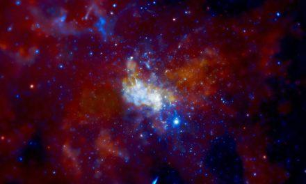 El agujero negro central de la galaxia se activa