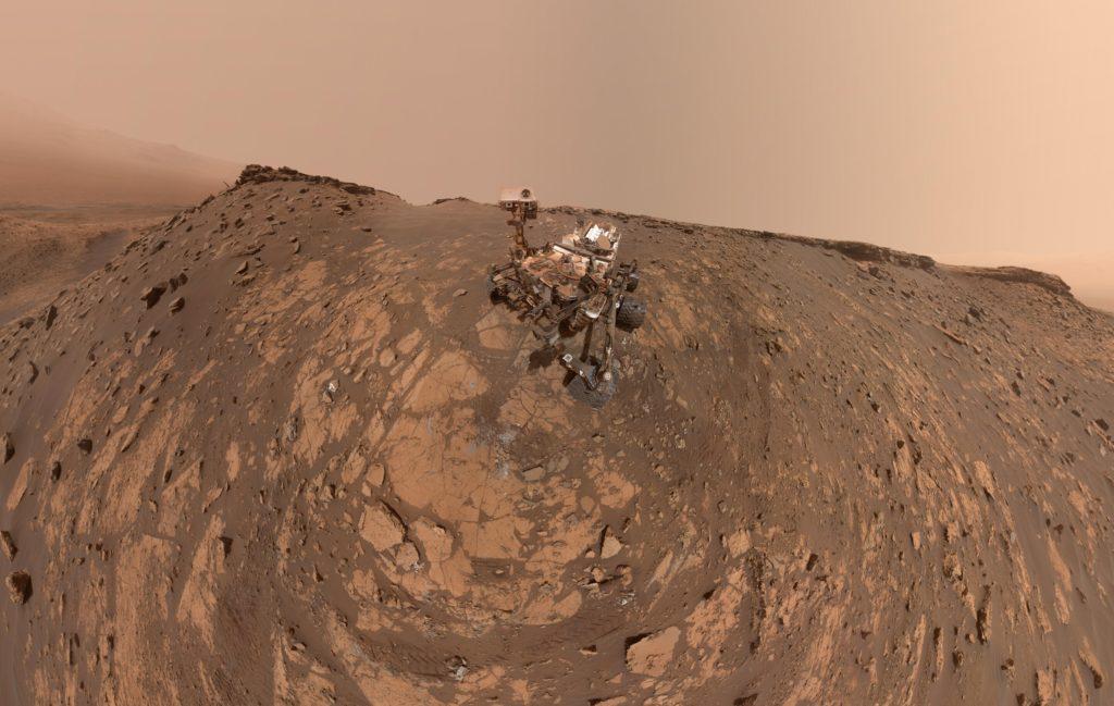 Curiosity logra escalar una colina en Marte
